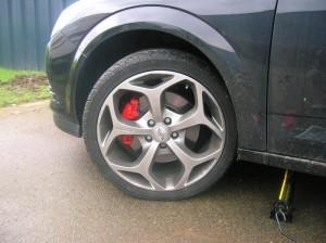 Châssis mal réglé : la preuve par le pneu